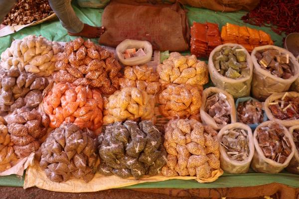 Im Ayurveda spielen Gewürze & Gemüse eine große Rolle. Ernährung bildet die Grundlage unserer Gesundheit. Lasse Dich fachärztlich beraten! Frau Dr. med. Wiebke Mohme ist Fachärztin & Ayurvedaärztin. Verabrede einen Ayurveda Beratungstermin mit ihr.